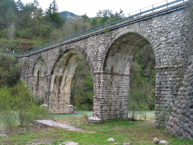 il ponte sul fiume Resia