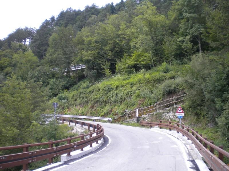 la strada sul ponte di Resia lato Prato di Resia lato strada provinciale