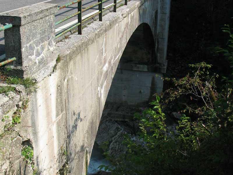 pile del ponte danneggiate