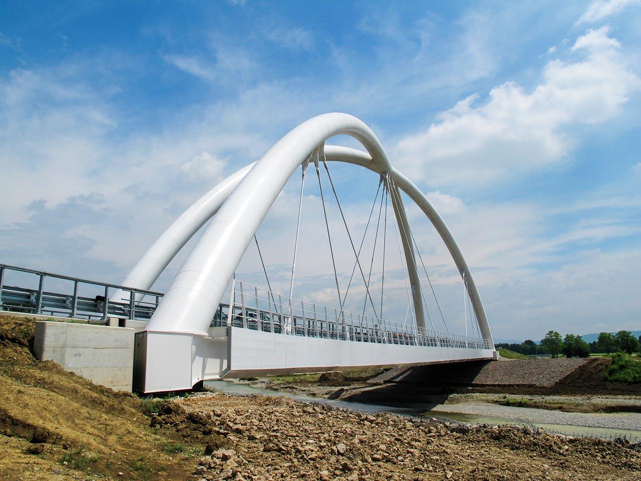vista del ponte di Mariano sul Versa